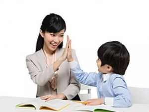 Nên thuê gia sư tiếng anh cho con tại nhà hay đến trung tâm?